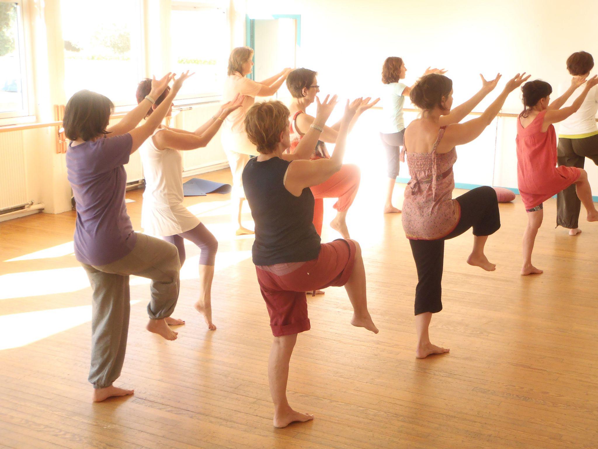 Qi gong : les participants en position de Qi gong, séance de relaxation