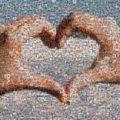 Mosaïque photo : des mains forment un coeur